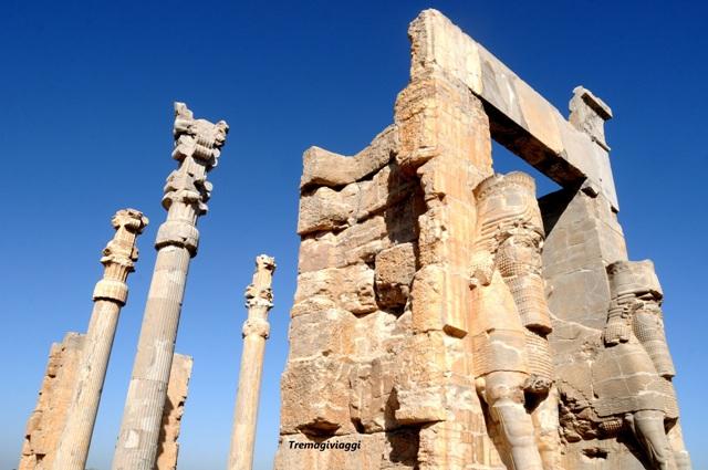 Persepoli o Parseh è il nome di una delle antiche città dell'Iran, che per molti anni è stata la capitale gloriosa e cerimoniale del Regno dell'Iran durante l'Impero achemenide. Persepolis