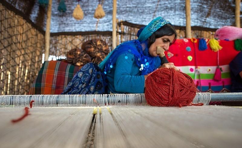 Tessitura dei tappeti nella provincia di Fars
