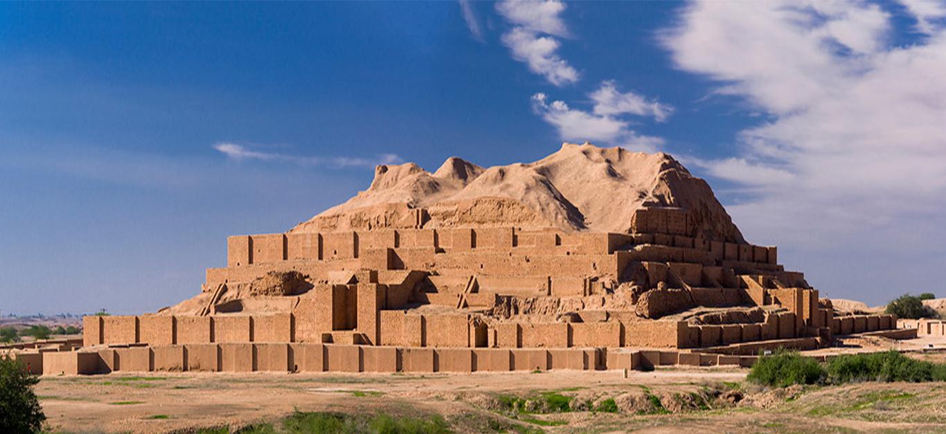 Chogha Zanbil (Dur-Untash, o Città di Untash, in Elamitico), che si trova nell'antica Elam (oggi provincia del Khuzestan nel sud-ovest dell'Iran), fu fondata dal re elamita Untash-Napirisha (1275-1240 a.C.) come centro religioso di Elam. Chogha Zanbil